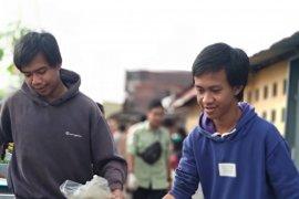 Komunitas peduli lingkungan bersihkan sampah di Sungai Kapuas Pontianak