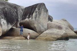 Menyusuri batu purba di Natuna