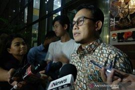 Mantan Sekda Kabupaten Bogor Adang Suptandar dikonfirmasi soal pengumpulan uang