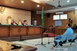 Iwa Karniwa dituntut enam tahun penjara terkait suap perizinan Meikarta