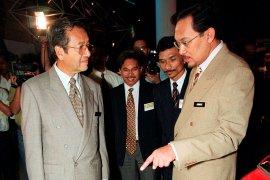 Anwar Ibrahim berusaha menjadi PM di tengah kekacauan politik di Malaysia