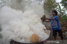 Proses pembuatan arang tempurung kelapa Page 1 Small