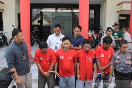 Polrestabes Surabaya bekuk komplotan pencuri motor