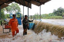 Tangani banjir luapan kali, Pemkot Tangerang pasang kisdam
