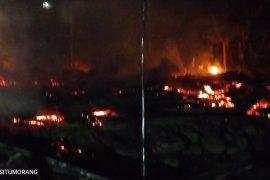 Kebakaran dini hari di Barus Utara, 3 rumah rata dengan tanah
