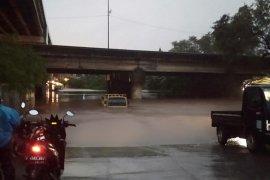 Waduh, 20.000 truk ekspedisi barang di Jakarta lumpuh karena banjir