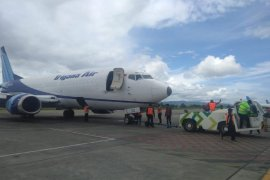 Di Bandara Sentani pesawat cargo Trigana tergelincir
