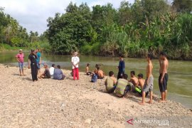 Sungai Batang Angkola Tapsel ambil korban