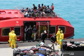 TNI AL evakuasi 188 WNI dari Kapal World Dream di Selat Durian