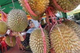 Mengenal durian dan keajaibannya