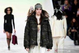 Paris Fashion Week, koleksi terbaru Christian Dior terinspirasi semangat 1970-an