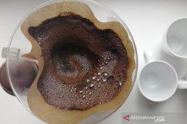 Ampas kopi dimanfaatkan pelaku usaha menjadi pupuk organik