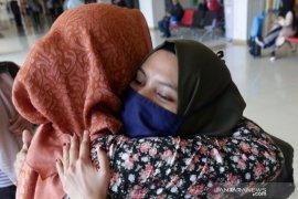 Mahasiswa Indonesia yang dievakuasi dampak corona mulai kuliah