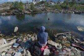 Warga mancing di bekas lokasi bencana likuefaksi Balaroa Page 1 Small
