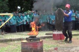 Pemkot Madiun latih ibu-ibu PKK tentang pemadaman kebakaran