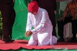 Pasangan nonmuhrim jalani eksekusi cambuk di Abdya