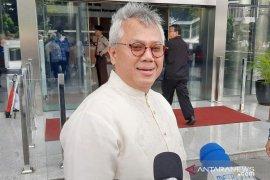 Ketua KPU Arief Budiman hadir di KPK untuk pemeriksaan