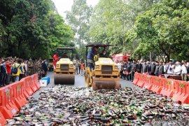 Peringati HUT, Pemkot Tangerang musnahkan 8.268 botol miras