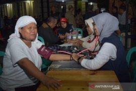 Di pengungsian, PMI Kota Tangerang periksa kesehatan korban banjir