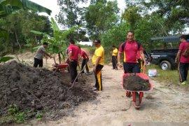 "Polsek Pemali olah tanah humus di kawasan ""Go Green"" Air Simpur"