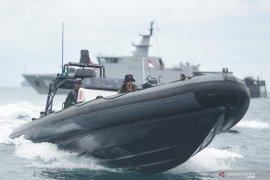 Amphibious forces conduct maritime patrolling of Sebaru Kecil Island
