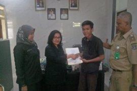 Pemkot Surabaya bantu siswa SMPN 36 yang menghidupi diri sendiri