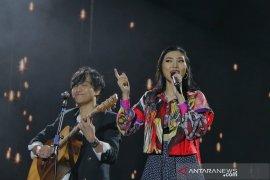 Isyana Sarasvati berduet dengan suami di panggung Java Jazz Festival