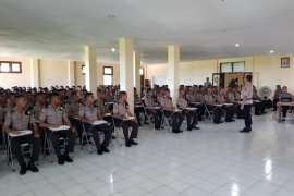 Wakapolda Malut bekali ratusan Bintara Polri
