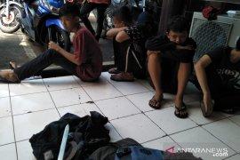 Siswa SD dan SMP di Cianjur ditahan polisi karena bawa sajam