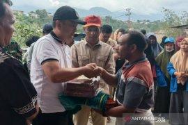 Pemkab Aceh Tengah serahkan bantuan masa panik untuk korban kebakaran