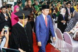 Pengukuhan guru besar Kiai Asep di UINSA dihadiri Jokowi
