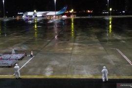 69 WNI ABK Diamond Princess turun dari Pesawat Garuda