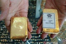 Harga tinggi, warga Aceh Barat ramai-ramai jual emas