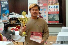 Pecatur Novendra Priasmoro Juara Liberec Open