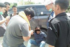 Tim gabungan amankan seorang WN Malaysia bawa sabu di PLBN Aruk