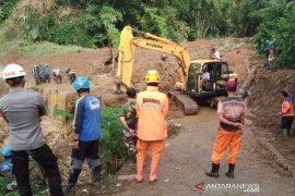 Pencarian warga tertimbun longsor di Tasikmalaya diteruskan