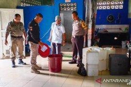 Satpol PP Belitung Timur gerebek warung jual miras jenis arak
