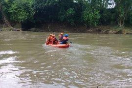 Siswa SD hanyut di Sungai Bedadung Jember belum ditemukan