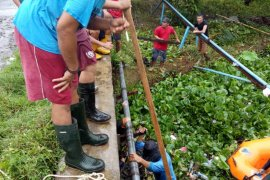 Mukomuko bangun drainase cegah banjir dan MCk sekolah