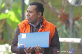 Penahanan tiga tersangka kasus suap proyek infrastruktur Sidoarjo diperpanjang