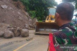 TNI dan Polri bantu tangani dampak longsor di Gorontalo Utara