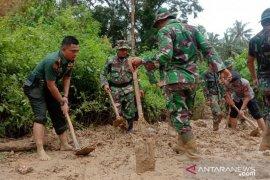 Dandim 1314 reaksi cepat tangani longsor Gorontalo Utara