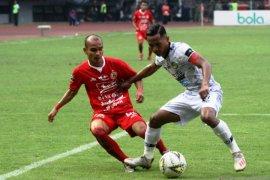 Liga 1: Persebaya relakan Abduh Lestaluhu bela Persikabo