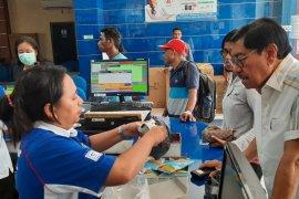Apotik dan toko obat di Ambon batasi penjualan masker