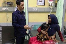 Anggota DPRA dampingi balita tertelan koin asal Aceh Barat