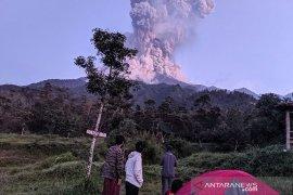 Gunung Merapi erupsi Bandara Adi Sumarmo tutup sementara