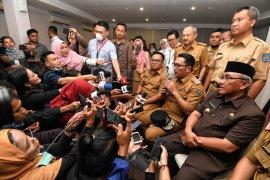 Gubernur Jabar imbau warga tetap tenang dan tidak borong masker dan sembako
