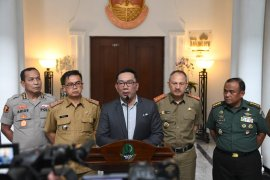 Gubernur Jawa Barat minta ulama berdakwah tenangkan masyarakat hadapi COVID-19