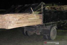 Angkut kayu olahan ilegal dua orang warga Aceh Jaya diamankan polisi