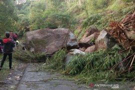 BPBD: Jalur selatan Garut rawan longsoran tanah dan batu